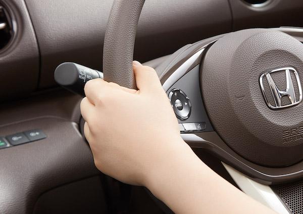 n-boxop_steeringkarui